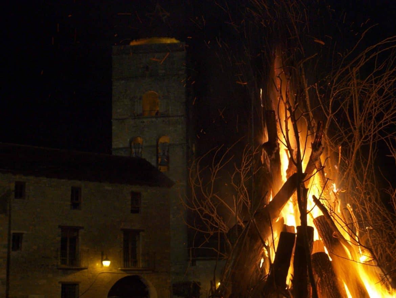 Foto hoguera y fallas en la Vall de Boí 2019